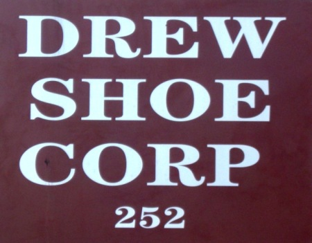drew shoes logo