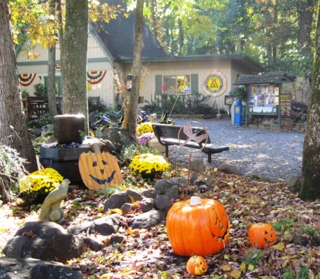 Halloween decorations at Gettysburg KOA